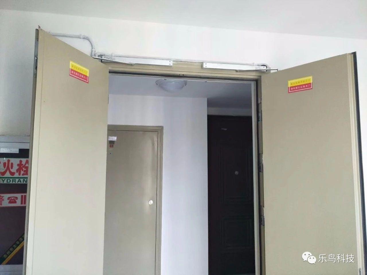 电动闭门器